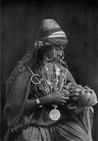 Bedouin Mother and Child NGM-v31-p552.jpg