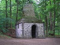 Bergpark wilhelmshoehe grabmal des virgil 1.jpg