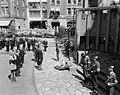 Bezoek Franse president René Coty en diens echtgenote aan Amsterdam, kransleggin, Bestanddeelnr 906-6074.jpg