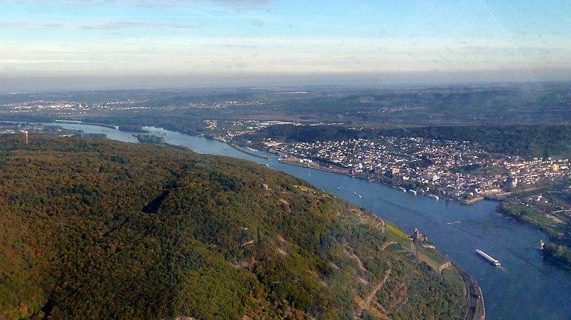 File:Bingen – im Hintergrund Rheinhessen - panoramio.jpg