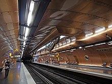 Railway platform - Wikipedia