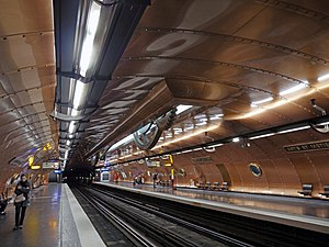 Railway platform - Station platforms at Arts et Métiers on Paris Métro Line 11