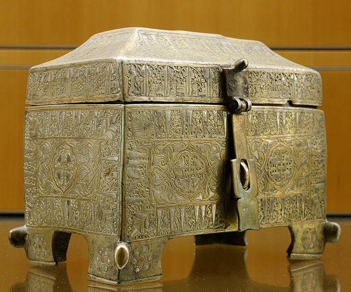 File:Bronze casket MBA Lyon D567.jpg
