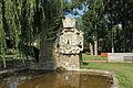 Brunnen und Kriegerdenkmal im Stadtpark Horn.jpg