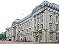 Buckingham Palace (29289216765).jpg