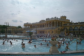 Széchenyi thermal bath - The bath during the day