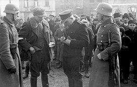 Bundesarchiv Bild 101I-030-0781-07, Polen, Razzia von deutscher Ordnungspolizei.jpg