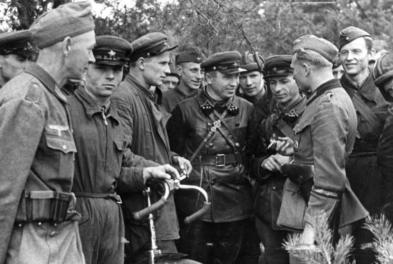 Bundesarchiv Bild 101I-121-0008-25, Polen, Treffen deutscher und sowjetischer Soldaten