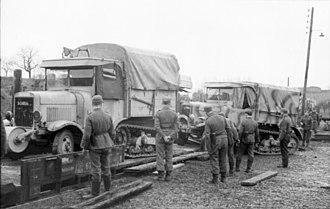 Somua - Image: Bundesarchiv Bild 101I 297 1701 18, Nachschub per Eisenbahn, Somua LKW
