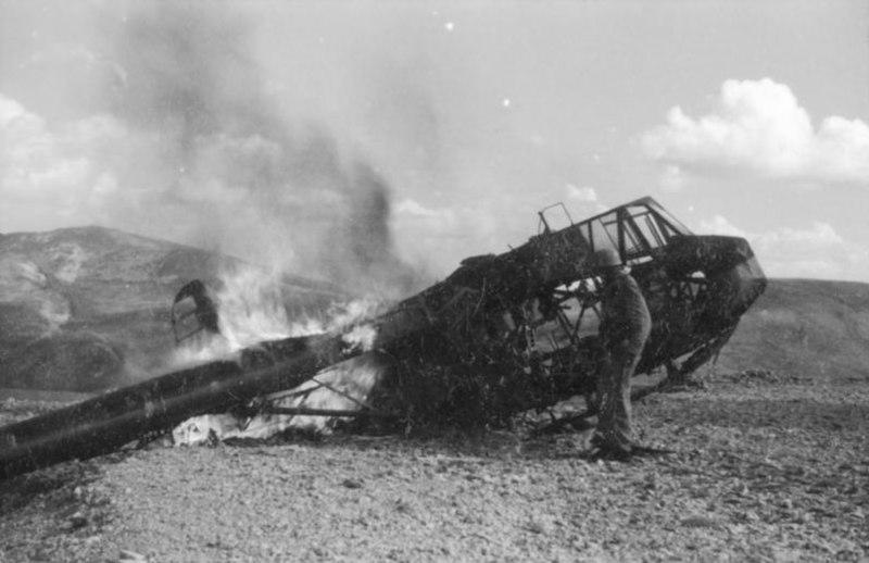Bundesarchiv Bild 101I-567-1503D-03, Gran Sasso, Zerstörung der Lastensegler