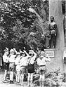 Bundesarchiv Bild 183-58198-0024, Halle, Rive-Ufer, Fritz-Weineck-Denkmal.jpg
