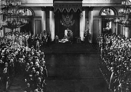 Tsar Nicholas II addressing the two chambers of the Duma at the Winter Palace after the failed Revolution of 1905 which exiled Lenin from Imperial Russia to Switzerland Bundesarchiv Bild 183-H28740, St. Petersburg, Eroffnung der Parlamente.jpg