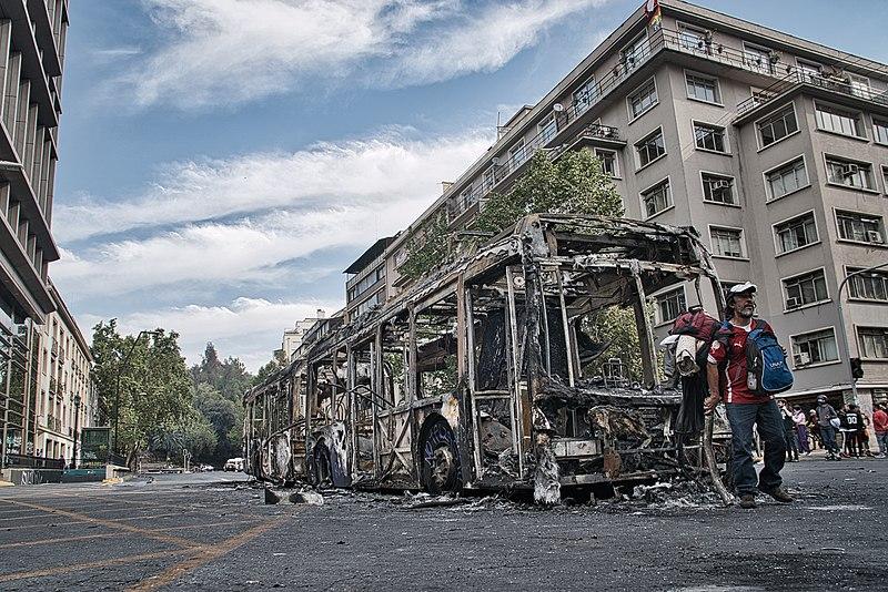 File:Bus quemado Santiago 3.jpg