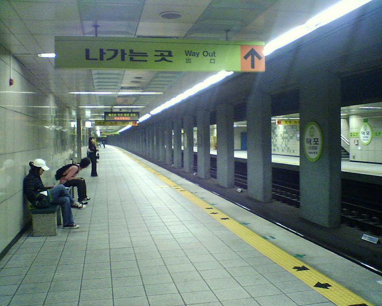 파일:Busan subway Deokpo station platform for Jangsan.jpg