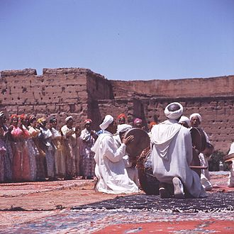 Berber music - Image: COLLECTIE TROPENMUSEUM Dansgroep uit Ouarzazate tijdens het Nationaal Folkore Festival in Marrakech T Mnr 20017663