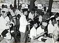 COLLECTIE TROPENMUSEUM Kiesmannen houden de stemresultaten bij tijdens verkiezingen op Madura TMnr 60054576.jpg