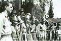 COLLECTIE TROPENMUSEUM Militairen en dansers voor het voormalige buitenverblijf van de gouverneur-generaal in Tjipanas tijdens de feestelijkheden ter gelegenheid van de geboorte van prinses Marijke (Christina) TMnr 10029056.jpg