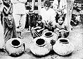 COLLECTIE TROPENMUSEUM Potten waar bosjes indigo in gestopt worden om verfstof mee te maken Bataklanden Sumatra TMnr 10014191.jpg