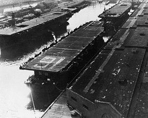 USS Makassar Strait - Image: CVE 91 CVE 90 at dock