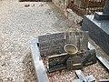 Cahon, Somme, Fr, ancien cimetière, sépulture d'ancien maire.jpg