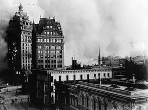 Central Tower (San Francisco) - Image: Call Bldg on fire, San Francisco earthquake cph.3b 04298
