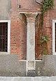 Capitello Bizantino dettaglio in Rio San Silvestro Venezia.jpg