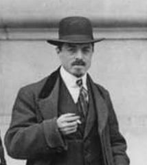 Carrà in front of Le Figaro, Paris, 9 February 1912 (cropped).jpg