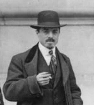 Carlo Carrà - Carrà in front of Le Figaro, Paris, February 9, 1912