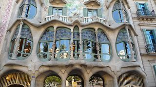 Casa Batlló picture window from outside.jpg