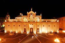 Facciata laterale della Cattedrale di Manfredonia realizzata nella seconda metà del '900