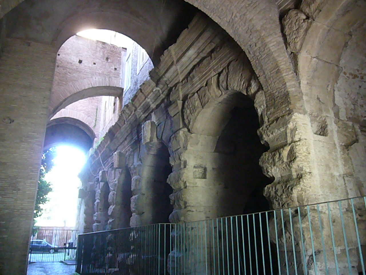 Celio - T del Divo Claudio contrafforti del convento 1260093.JPG