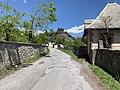 Chemin sous le Roc (Embrun) en mai 2021 (2).jpg