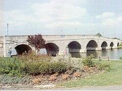 Chertsey Bridge, between Chertsey and Laleham (19 November 2005)