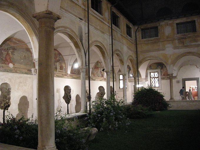 Chiostro di sant'agostino, pietrasanta