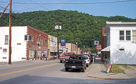 La Main Street (State Route 16) de Clay.