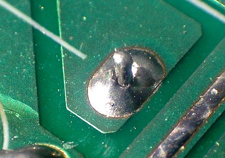 An improperly soldered 'cold' joint Cold solder joint2.jpg