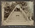 Collectie NMvWereldculturen, RV-A102-1-105, 'Huis op Pikiendagodhidde'. Foto- G.M. Versteeg, 1903-1904.jpg
