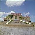 Collectie Nationaal Museum van Wereldculturen TM-20029815 Landhuis Bever Curacao Boy Lawson (Fotograaf).jpg