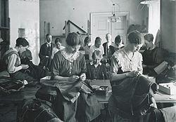 bee1a3a57059 Kläder och mode i 1920-talets Sverige – Wikipedia