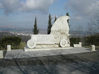 Coppa Acerbo - A sculpture, placed between the villages of Cappelle sul Tavo and Spoltore at the highest point on the Pescara Circuit, commemorating the pre-war Coppa Acerbo racers.