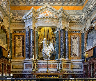 Ecstasy of Saint Teresa - Wider view, including the Cornaro portraits, but omitting the lower parts of the chapel
