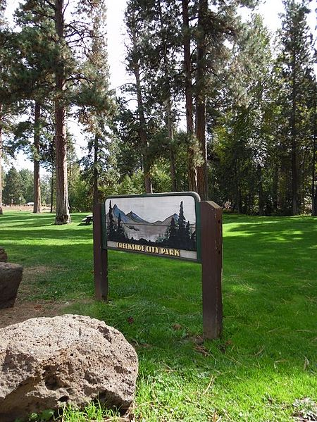 File:Creekside Park sign, Sisters, Oregon.jpg