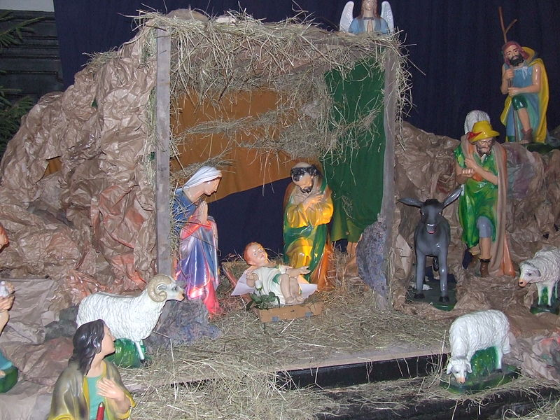 Fichier:Crib in franciscan church in Cracow (Poland).JPG