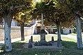 Croix devant le cimetière de Jouars-Pontchartrain en 2013.jpg