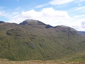 Cruach Ardrain from high on An Caisteal.jpg