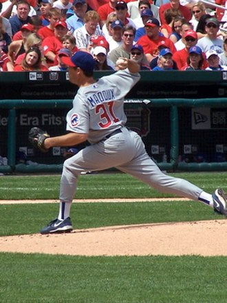 Greg Maddux - Maddux pitching for the Cubs in 2006
