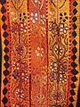 Détail dune robe de fête de Palestine (lOrient des femmes, musée du quai Branly) (5438230597).jpg