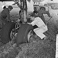 DC 8 bij landing op Schiphol doorgeschoten van de landingsbaan Het DC 8 toestel, Bestanddeelnr 915-5416.jpg
