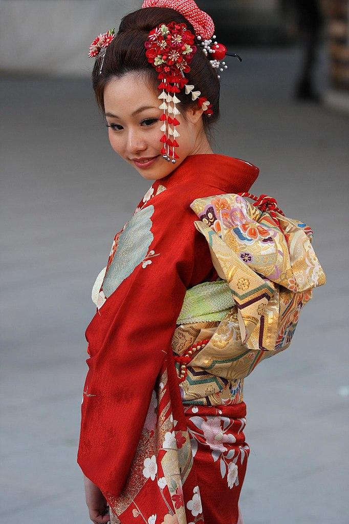 the dancing girl of izu The dancing girl of izu (伊豆の踊子, izu no odoriko) is a 1954 black-and-white japanese film directed by yoshitaro nomura it is a film adaptation of yasunari kawabata's story the dancing girl.