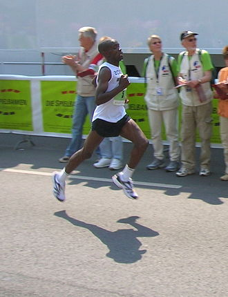 Hannover Marathon - David Kiptanui Chepkwony en route to his victory in 2006